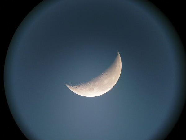 三日月の光